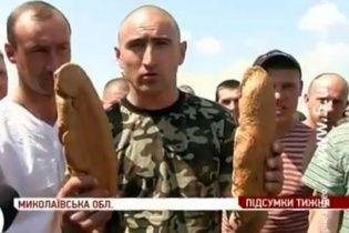 Мобілізованих в армію не відпускають додому і годують черствим хлібом