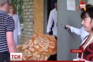 """Жители Славянска ночуют на работе, чтобы не нарваться на """"слепую"""" пулю"""