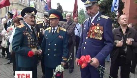 Комуністи і регіонали виведуть людей на вулиці Дев'ятого травня
