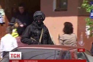 В Киеве в многоэтажке силовики устроили спецоперацию: искали взрывчатку и подозрительных мужчин