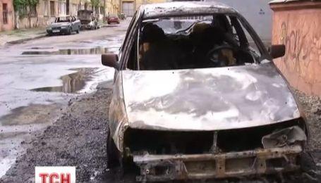 Четыре автомобиля сгорели за одну ночь в Одессе