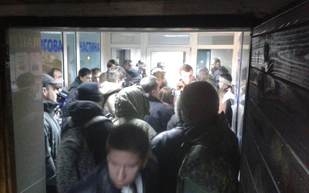 Активисты заблокировали помещение Подольского отдела полиции. / © Facebook/C14 news