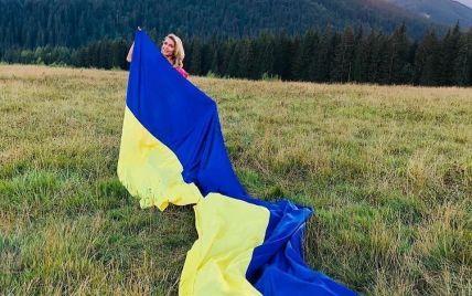 День Прапора: Мазур, Пономарьов, Бужинська та інші зірки привітали українців зі святом
