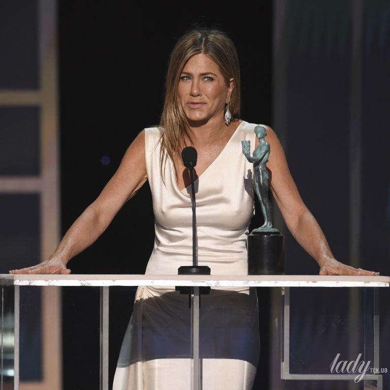 Світила грудьми у вінтажній сукні і обіймалася з Піттом: Дженніфер Еністон справила фурор на SAG Awards-2020