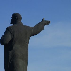 Сім років тому в Україні почався Ленінопад: як скидали пам'ятники та де їм знайшли цікаве застосування
