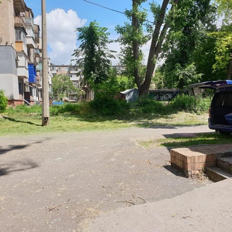 Жители выходят из подъездов и видят трупы на каталках: в Кривом Роге морг оказался на придомовой территории