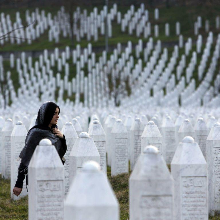 """""""Боснийского мясника"""" приговорили пожизненно: кто такой Младич и почему он убил тысячи невинных в Сребренице"""