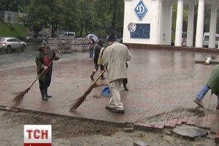 Комунальники майже з боєм з другої спроби розібрали барикаду біля стадіону Лобановського