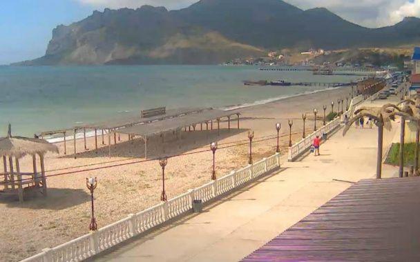 Літній сезон у Криму розпочався з майже безлюдними пляжами та мінімумом туристів