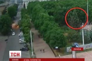Появилось видео обстрела Луганськой ОГА