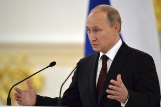 """Путін різко """"обвалив"""" долар і євро по відношенню до рубля"""