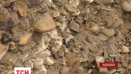 Через незаконний видобуток гравію потерпають мешканці прилеглих до Дністра районів