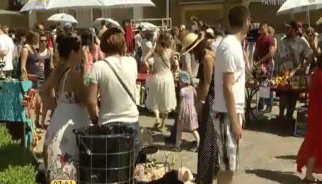 Выходные в центре Киева состоялась благотворительная барахолка