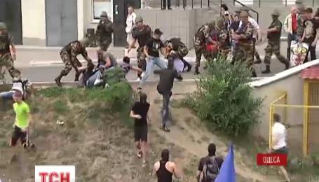 Массовой дракой закончилась акция под Генеральным консульством России в Одессе