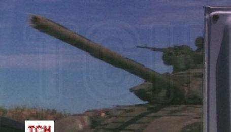 В Енакиево очевидцы также отсняли танки