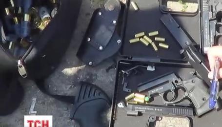 Полный оружия автомобиль с донецкими номерами задержали харьковские правоохранители