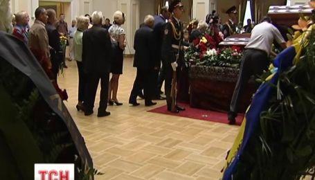Україна попрощалася з Іваном Плющем