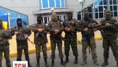 Десантники у аеропорту Луганська спростували чутки про скрутне становище