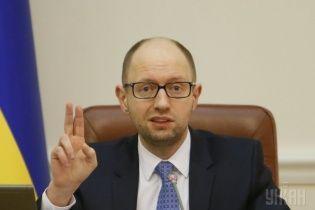 Яценюк закликав покарати Росію за підтримку терористів