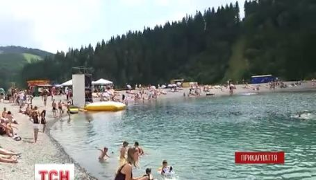 """У туристичному комплексі """"Буковель"""" розпочався пляжний сезон"""