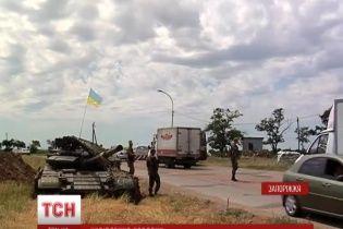 На підступах до Бердянська з'явилися танки та БТРи