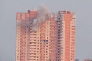 Появилось видео обстрела террористами многоэтажки в Луганске