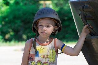 У Лисичанську хлопчик посивів після того, як терористи гналися за ним і стріляли вслід