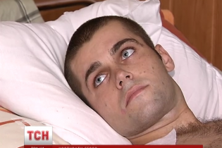21-річному бійцю, якому під Зеленопіллям роздробило ноги та відірвало пальці, потрібна допомога