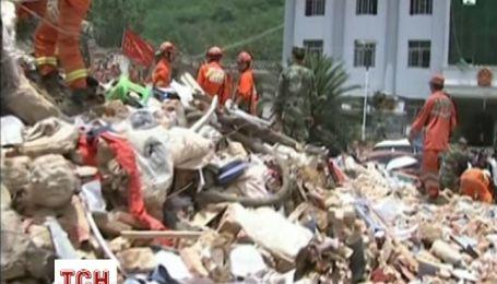 Масштабний землетрус в Китаї уніс життя щонайменше 400 громадян