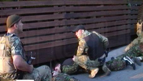 """Правоохранители освободили кафе от рейдерского захвата """"обитателями Майдана"""""""