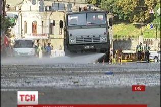 """Половину Крещатика полностью освободили от палаток и баррикады с согласия """"майдановцев"""""""