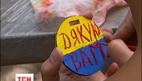 На Київщині діти зробили медалі для героїв