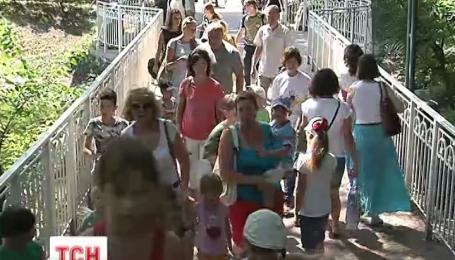 Столичний зоопарк відтепер безкоштовний для дітей-переселенців зі Сходу