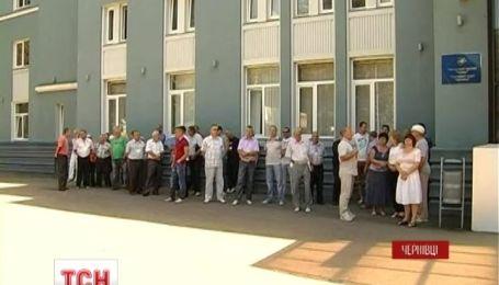 Работники международного аэропорта Черновцы бастуют за невыплаты зарплаты