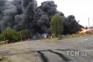 Чотири години в Городищі палають 11 цистерн із пальним – ексклюзивне відео
