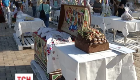 Донецкие вышиванки стали изюминкой фестиваля вышиванок в Киеве