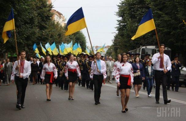 Как Украина отметила День Независимости: парады, марши вышиванок и концерт ОЕ