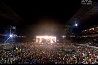 """40-тисячний натовп заспівав гімн України на концерті """"Океану Ельзи"""""""