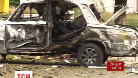 В Шостке на Сумщине ночью неизвестные взорвали два милицейских автомобиля