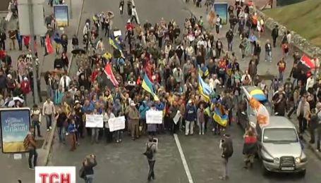Колонна митингующих отправилась в Администрацию Президента пешим ходом