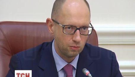 Яценюк рассказал о финансовой помощи от Японии и МВФ