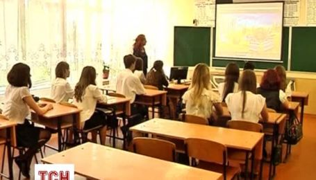 У Маріуполі діти прийшли до школи з надією на мир