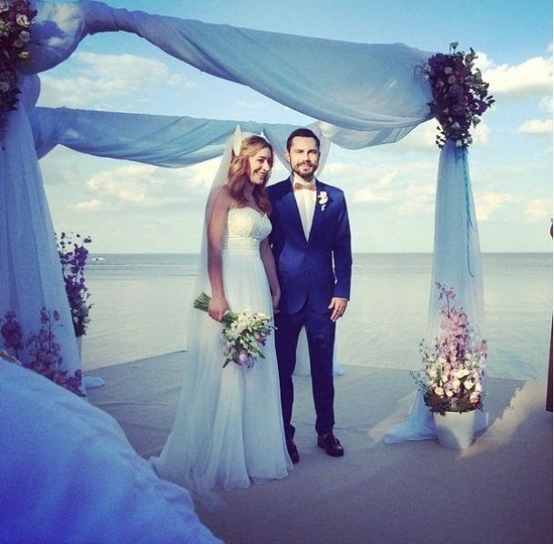 Ведучий-красунчик Андрій Бедняков одружився зі своєю колегою