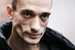 На Красній площі повісився художник, протестуючи проти війни з Україною