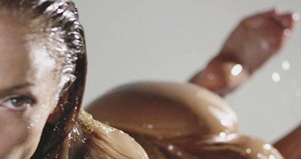 Дженнифер Лопес в купальнике посвятила эротический клип своей попе