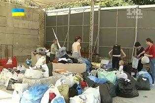 Переселенцям зі Сходу у Києві не вистачає їжі та побутової хімії