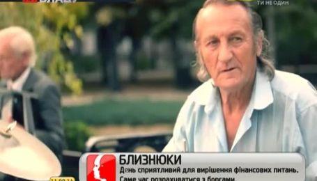 Дует вуличних музикантів із Донецька продовжують щовихідних розважати містян