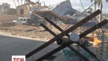 Ураган разрушил мексиканское курортный городок