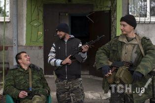 Боевики на Луганщине заставляют людей продавать дома за 100 долларов
