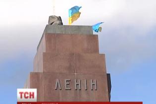 """Масовий """"ленінопад"""": як Україна очищається від символів тоталітаризму. Мапа"""